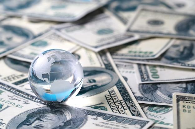 Erde auf banknoten