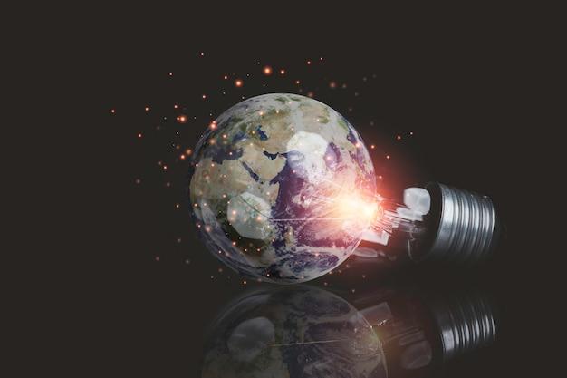 Erde im inneren der glühbirne für tag der erde und energiesparkonzept, element dieses bildes von der nasa und 3d-rendering.