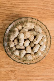 Erdnüsse im becher