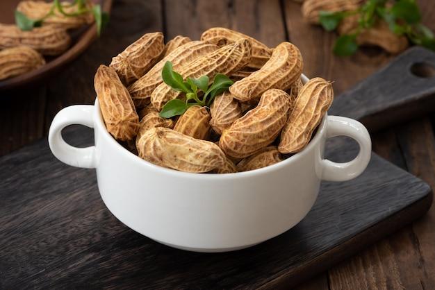 Erdnuss auf holz