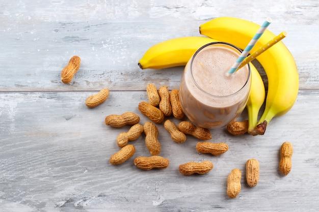 Erdnuss butte banane hafer smoothie