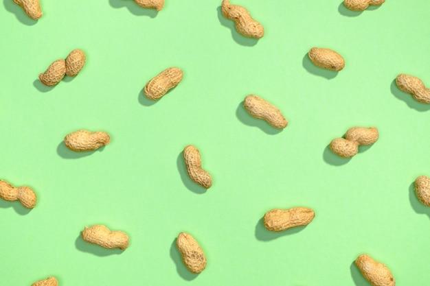 Erdnussnüsse flach legen muster