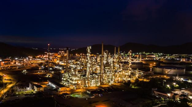 Erdölraffinerieindustrie nachts