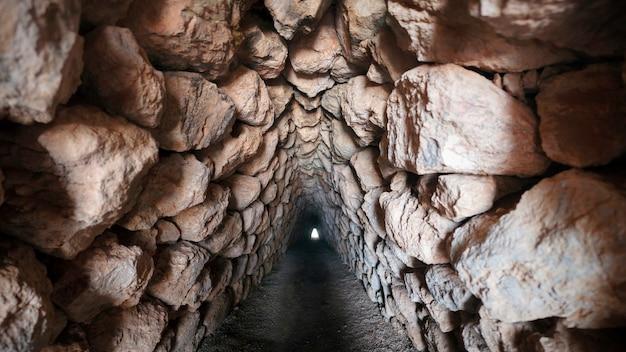 Erdtor in der stadtmauer yerkapi, historische hethitische stadt hattusa oder hattusas, bogazkale, provinz orum, schwarzmeerregion, türkei