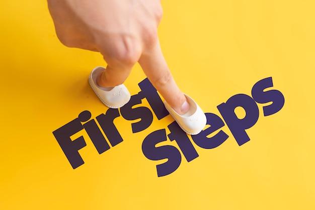 Erfahren sie, wie man geht, wie man die ersten schritte macht und wie man ein konzept für die handflächenverlegung erstellt