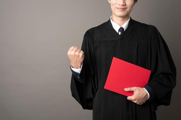 Erfolgreiche ausbildung des graduierten mannes