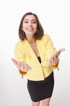 Erfolgreiche geschäftsfrau auf weißem hintergrund