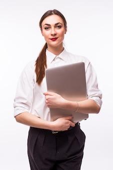 Erfolgreiche geschäftsfrau steht auf weiß.