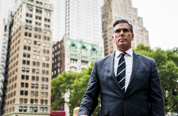 Erfolgreicher geschäftsmann in new york city, porträts und lebensstil