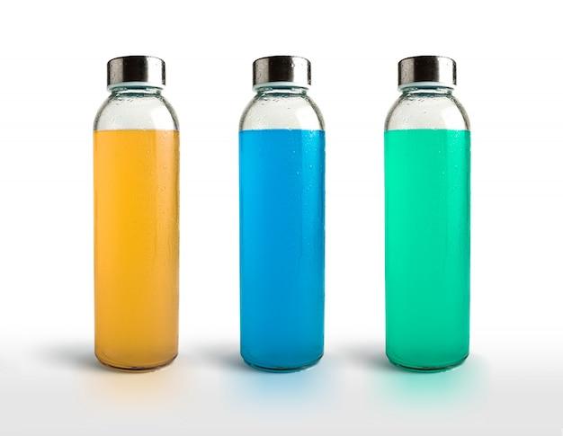 Erfrischende getränke für den sommer in verschiedenen geschmacksrichtungen.