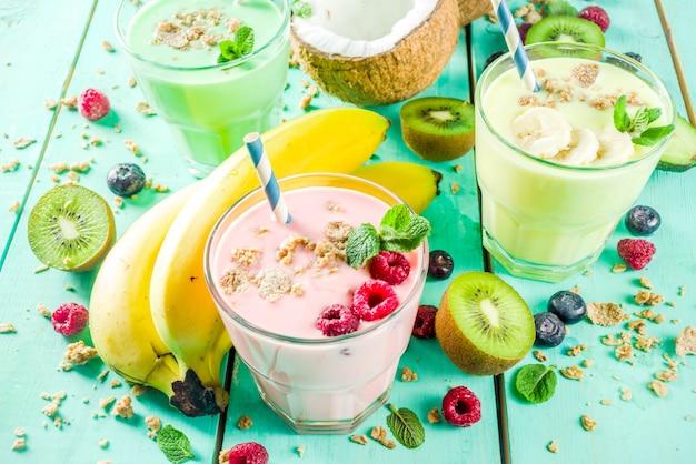 Erfrischende milchshakes oder smoothies