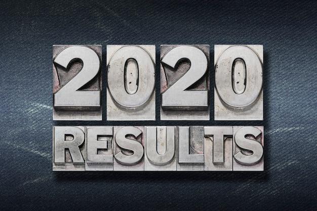 Ergebnisse 2020 vorschau 2021 satz aus metallischem buchdruck auf dunklem hintergrund