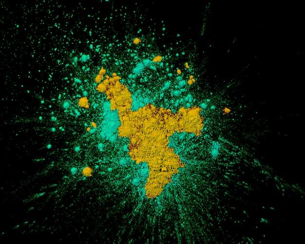 Erhöhte ansicht der farben türkis und gelb rangoli plattiert auf normalem hintergrund