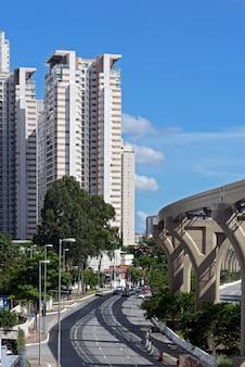 Erhöhte linie der monorail der u-bahn von sao paulo