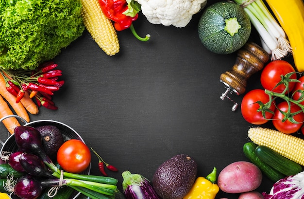 Ernährung gemüse und geschirr