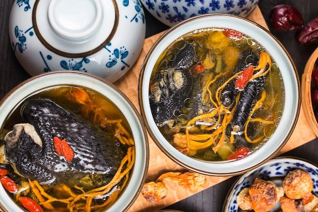 Ernährung und gesundheit der schwarzknochen-hühnersuppe