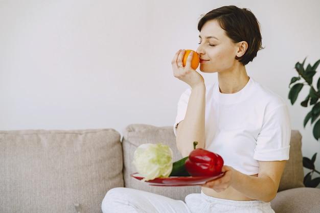 Ernährungsberaterin schießt ein ernährungs-tutorial