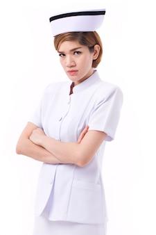 Ernsthafte weibliche asiatische krankenschwester, die sie ansieht