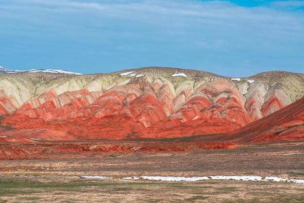 Erstaunlich schöne rote berglandschaft