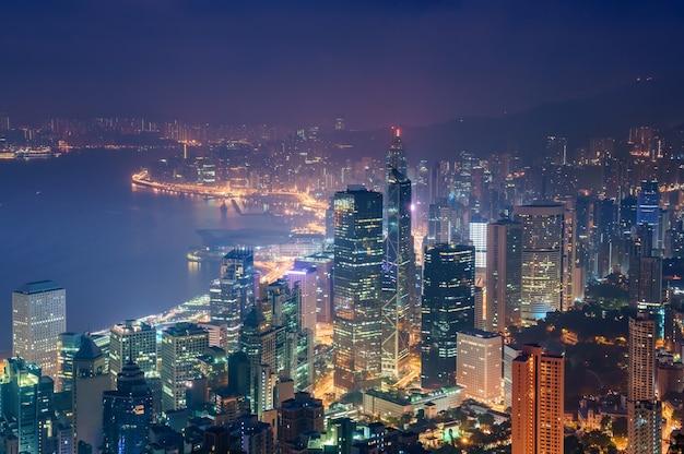 Erstaunliche ansicht über hong kong-stadtskyline von der victoria-spitze, china