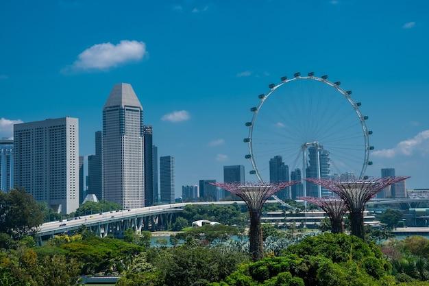 Erstaunliche aufnahme der gärten durch die bucht in singapur