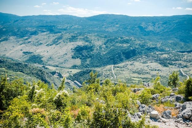 Erstaunliche berglandschaft in montenegro