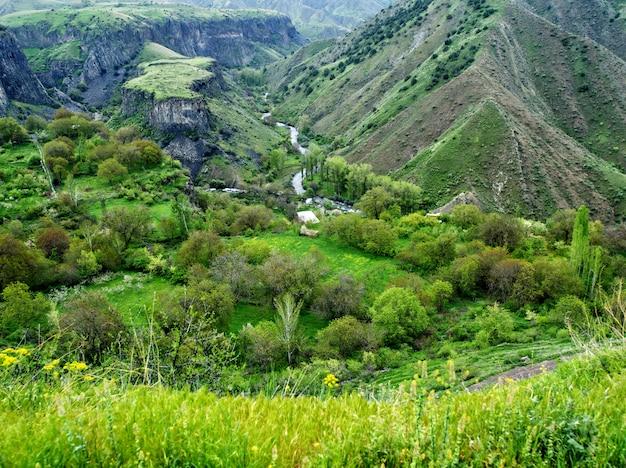 Erstaunliche berglandschaft, schlucht in bergen, garni, armenien