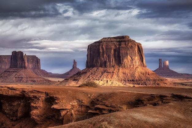 Erstaunliche felsformationen im monument valley, arizona, usa.