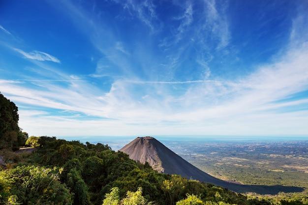Erstaunliche gebirgslandschaft in guatemala