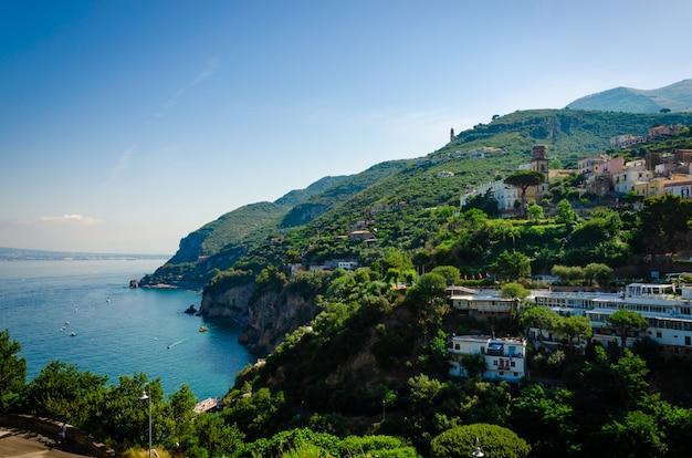 Erstaunliche italienische stadt vico equense, kampanien