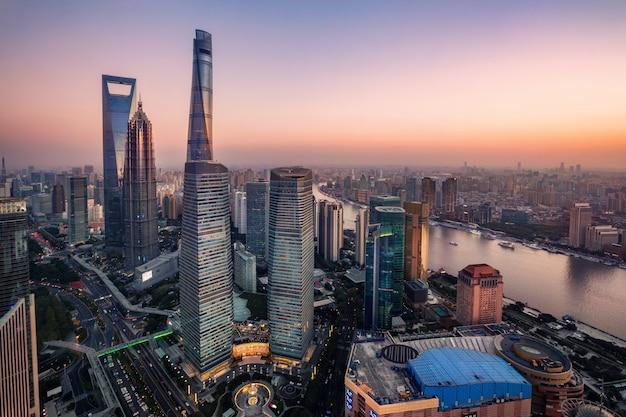 Erstaunliche wolkenkratzer in shanghai