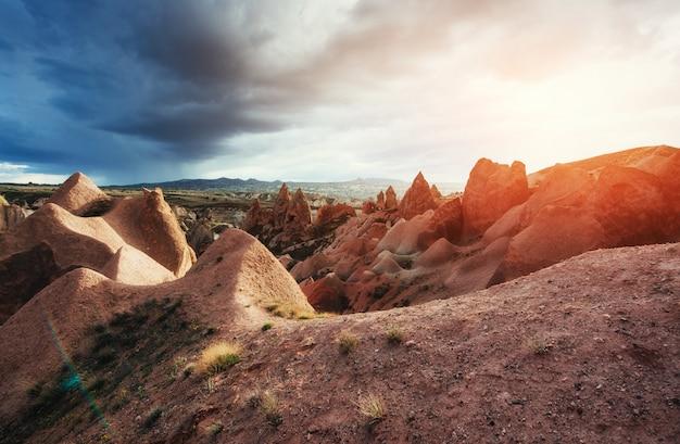 Erstaunlicher sonnenuntergang über kappadokien. truthahn. europa
