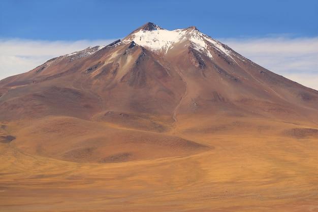 Erstaunlicher vulkanberg des chilenischen altiplano