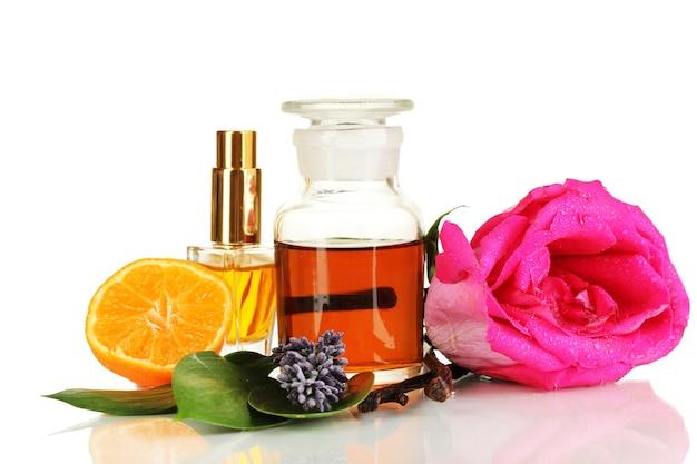 Erstellen sie parfüm isoliert auf weiß