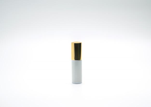 Erstklassige sprühflasche mit der goldkappe lokalisiert auf weißem hintergrund