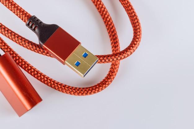 Erweitertes rotes kabel usb3.0 in weiß