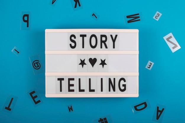 Erzählen sie geschichten, um das layout des storytelling-konzepts auf blau zu erzählen