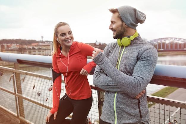 Es macht mehr spaß, einen partner zum joggen zu haben