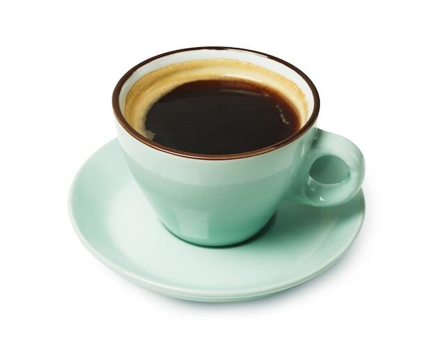 Espresso oder americano, schwarze kaffeetasse nahaufnahme lokalisiert. cafe und bar, barista kunstkonzept.
