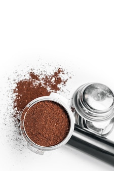 Espressohalter und austauschbare kaffeefilter. die hupe aus der kaffeemaschine