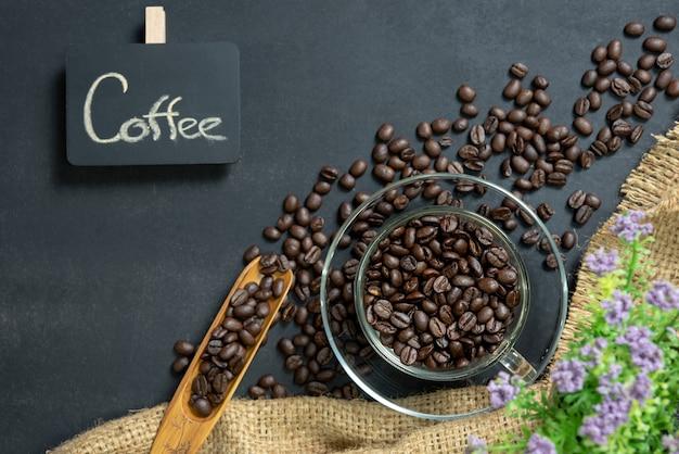 Espressokaffee in der glasschale.