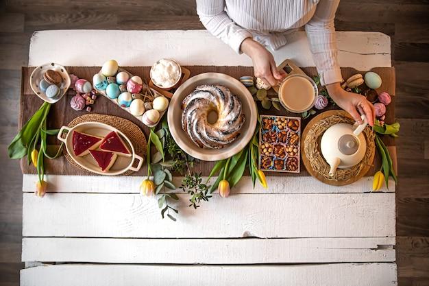 Essen auf den tisch stellen