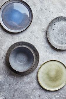 Essen hintergrund leere teller auf grauem hintergrund draufsicht flatlay copyspace