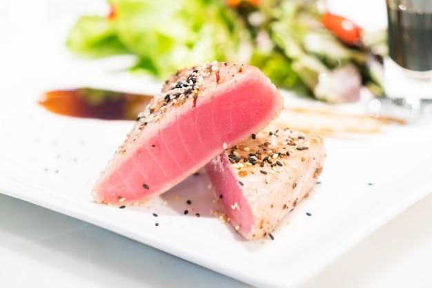 Essen salat kirsch gemüse fisch
