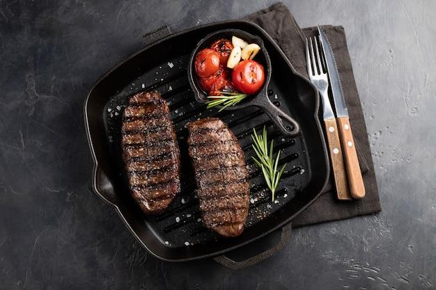 Essfertiges steak der nahaufnahme spitzenblatt.