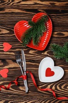 Esstisch. liebeskonzept für valentinstag. valentinstag. liebe. valentinstag hintergrund.