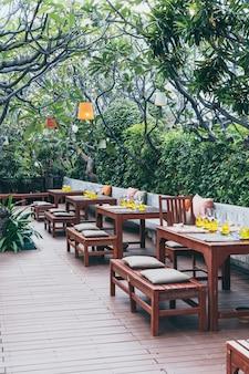 Esstisch mit esstisch im café-restaurant