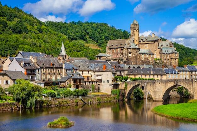 Estaing, eines der schönsten mittelalterlichen dörfer frankreichs, pyrenäen