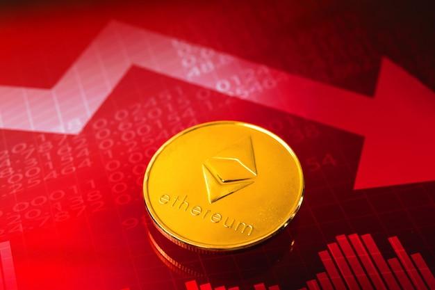 Ethereum-kryptowährungskrisenkonzept, wertpreis sinkt, die kosten für kryptomünzen sinken, rote aktiendiagramme mit pfeilen im hintergrund