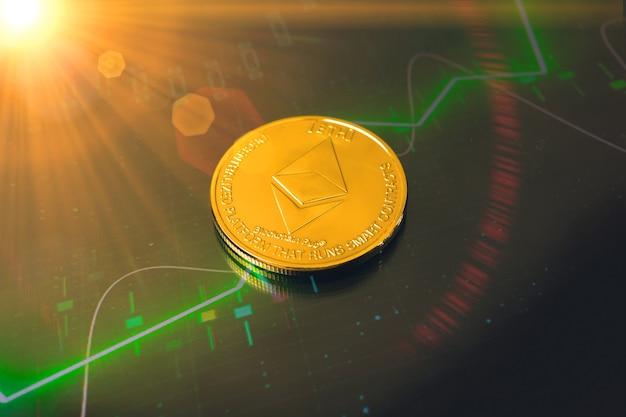 Ethereum-kryptowährungsmünze und hintergrund mit grünem aktiendiagramm, großes wachstum des kryptomünzenkonzepts